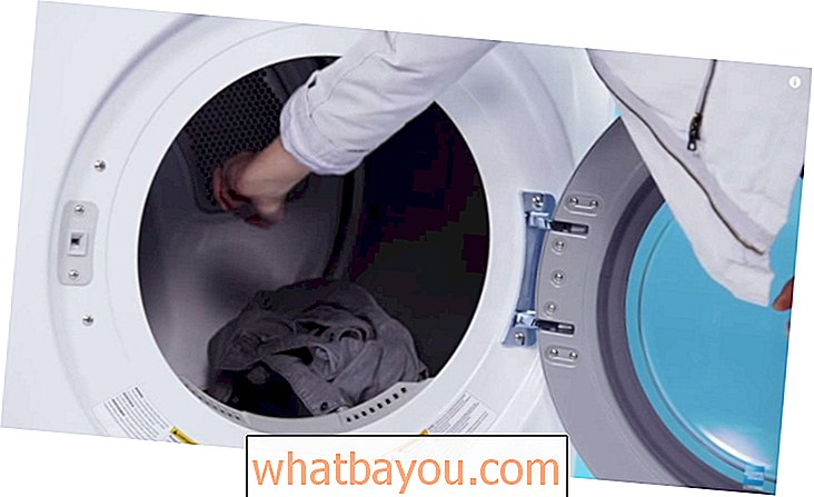 Ironinya?  Siapa yang tidak?  De-Wrinkle Your Clothes in Your Dryer Instead!